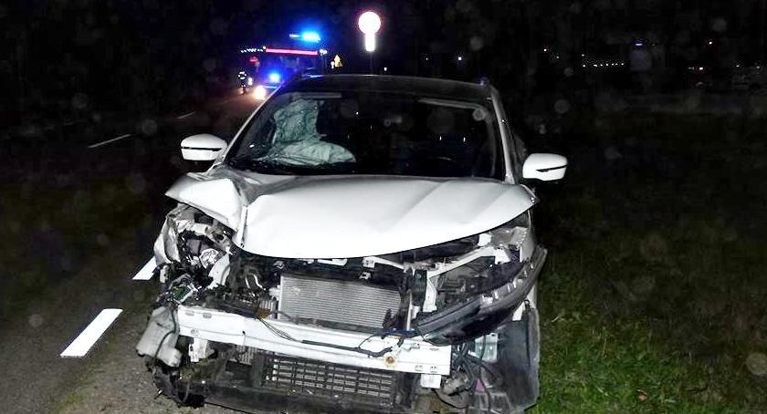 wypadki, Nissan ciężarówką - zdjęcie, fotografia