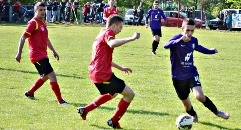 piłka nożna, Piłkarski weekend teraz derby Nowym Mieście - zdjęcie, fotografia