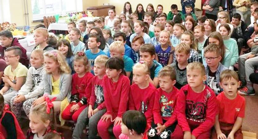 imprezy szkolne, Zdrowo kolorowo - zdjęcie, fotografia