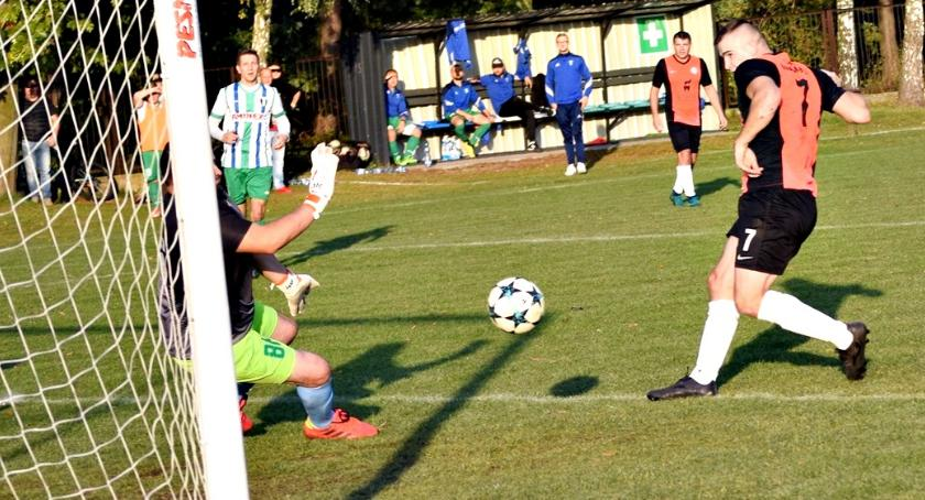 piłka nożna, królem derbów - zdjęcie, fotografia