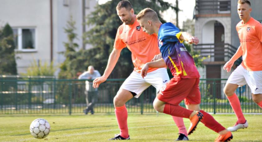 piłka nożna, zwycięstwa (Orlęta Gumino) porażka (Gladiator) klasie - zdjęcie, fotografia