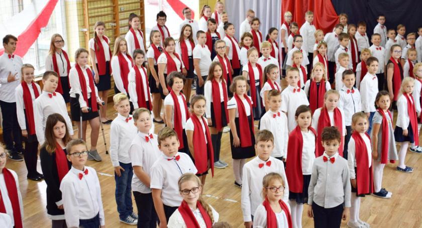 imprezy szkolne, hymnu podniośle Jońcu - zdjęcie, fotografia