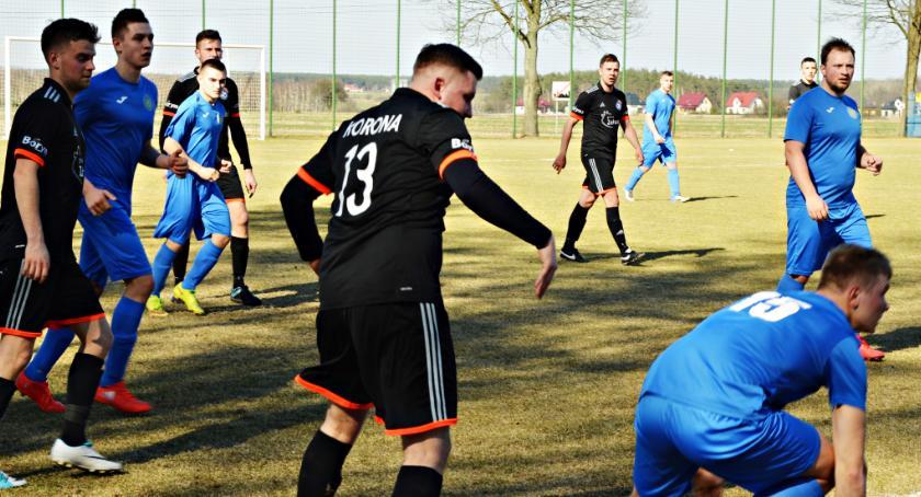 piłka nożna, Derby Korona Jutrzenka finał piłkarskiej jesieni - zdjęcie, fotografia