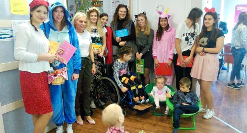 inicjatywy, Przyjaciele Fundacji Odzyskać Radość czytali dzieciom - zdjęcie, fotografia