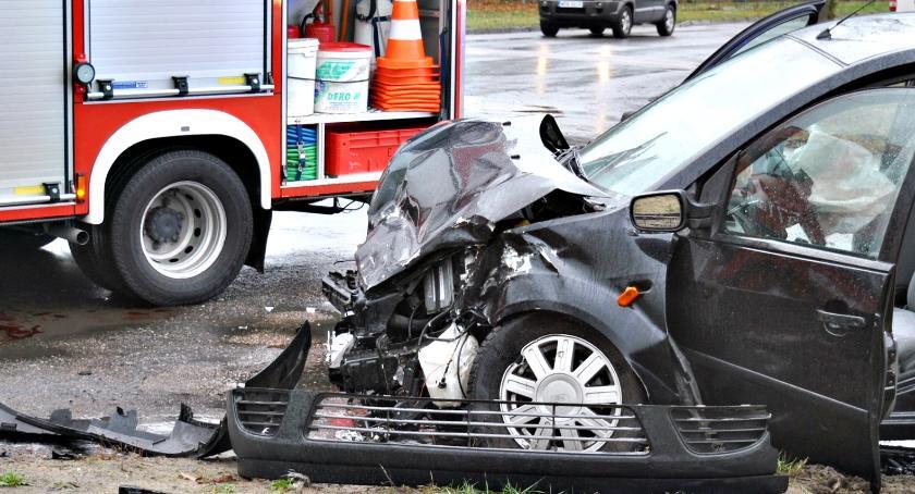 wypadki, Osobowy ciężarówką - zdjęcie, fotografia