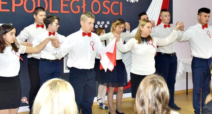 imprezy szkolne, Świętowanie niepodległości Joniec - zdjęcie, fotografia