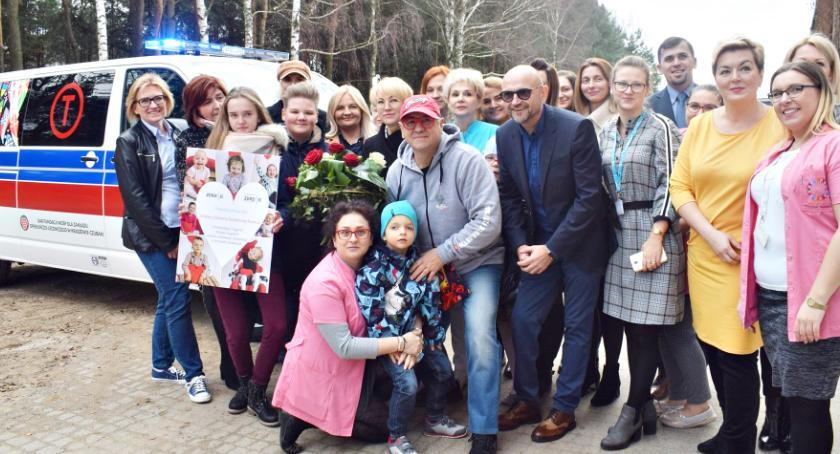 zdrowie, Jerzy Owsiak przywiózł karetkę dzieci ośrodka Kraszewie Czubakach - zdjęcie, fotografia