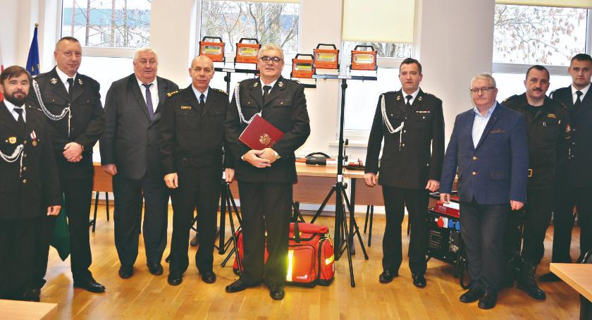 bezpieczeństwo, Sprzęt strażacki przekazany - zdjęcie, fotografia