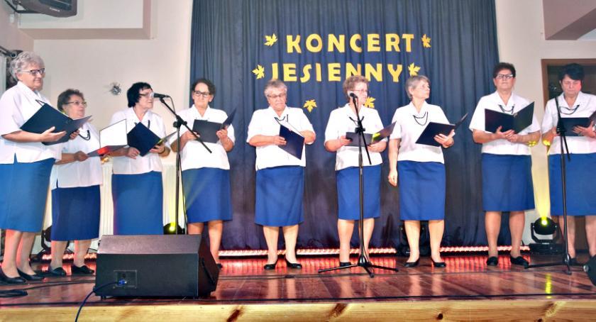 koncerty, Jesienne śpiewanie Nowym Mieście - zdjęcie, fotografia