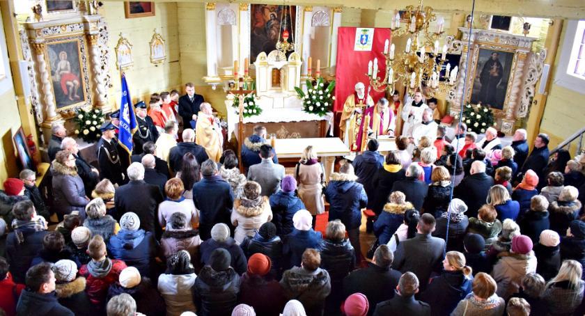 religijnie, Wielki dzień historii Kucic pięknie odnowionym zabytkowym kościółku - zdjęcie, fotografia