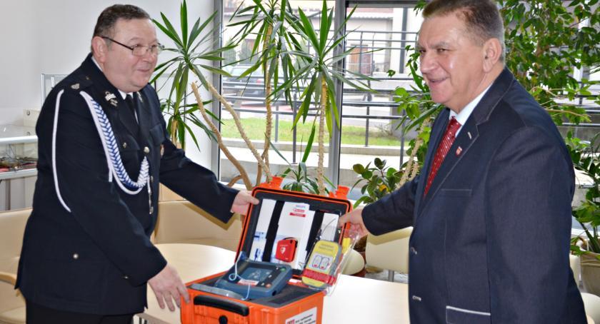 bezpieczeństwo, Płońska nowym defibrylatorem - zdjęcie, fotografia