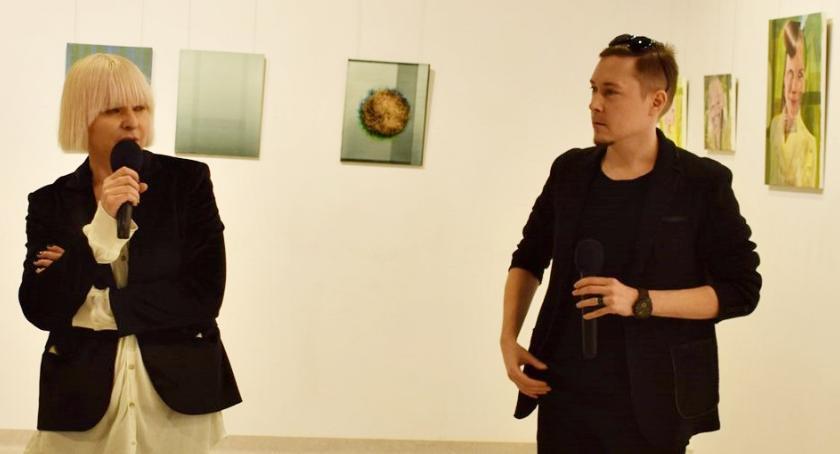 wystawy, Wernisaż wystawy Roberta Wałęki - zdjęcie, fotografia