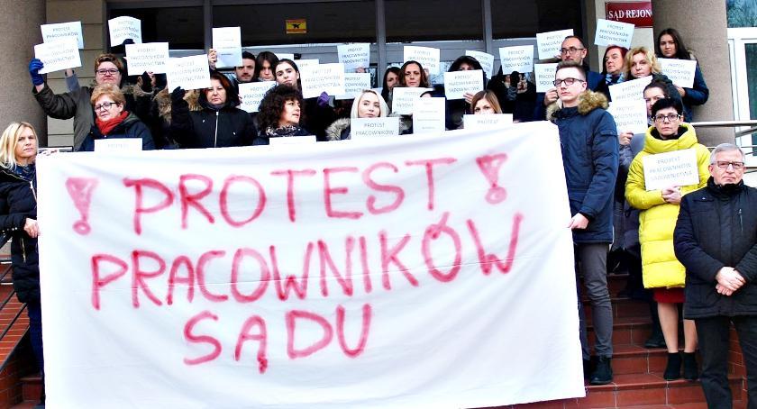 finanse, Płońsk przyłączył protestu chcą godziwych wynagrodzeń - zdjęcie, fotografia