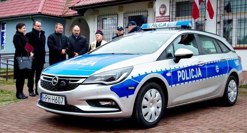 bezpieczeństwo, Radiowóz posterunku Czerwińsku - zdjęcie, fotografia