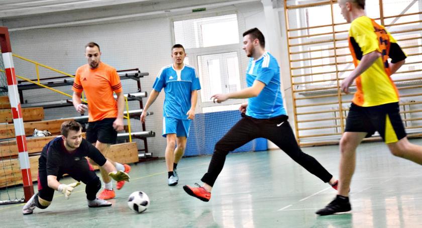 piłka nożna, Halówka Nowym Mieście kompletem punktów - zdjęcie, fotografia