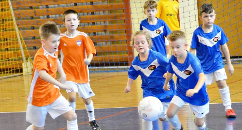 piłka nożna, Niedziela piłką ośmiolatków - zdjęcie, fotografia