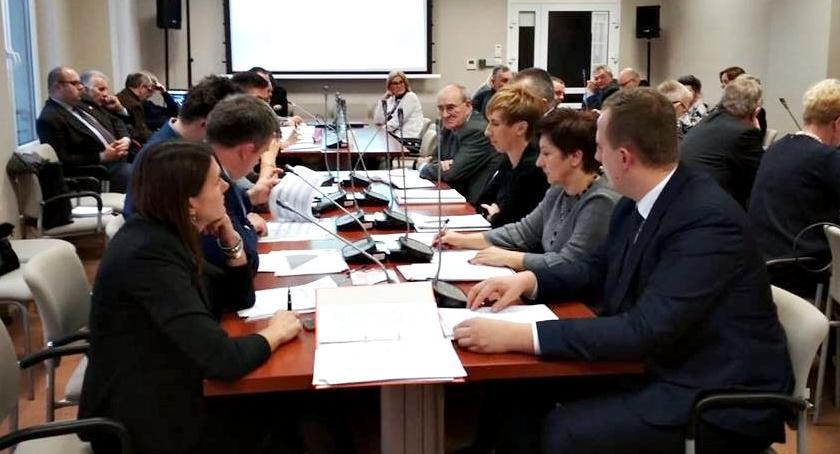 samorząd, Powiatowy budżet uchwalony - zdjęcie, fotografia