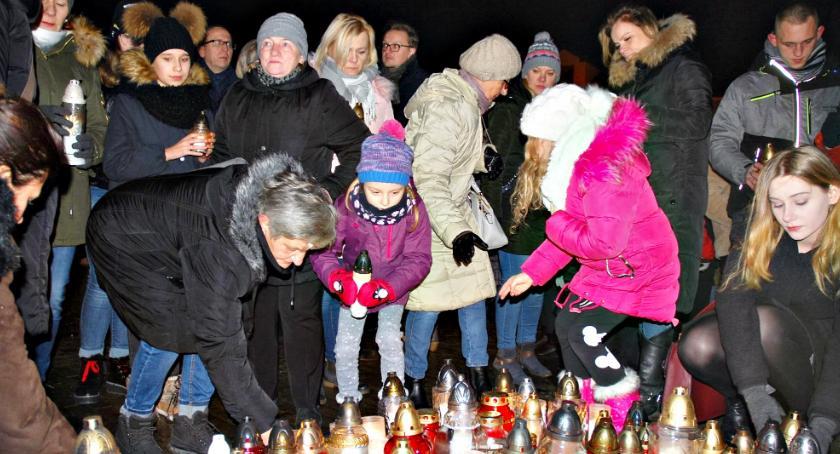 inicjatywy, Kilkaset osób marszu przeciw przemocy nienawiści - zdjęcie, fotografia
