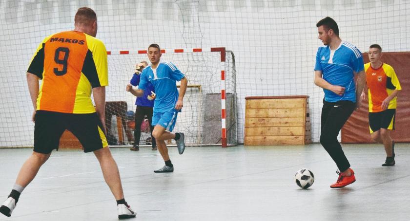 piłka nożna, pewna wygranej halówki Nowym Mieście - zdjęcie, fotografia