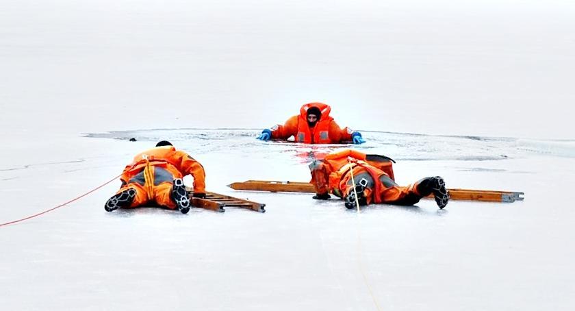 bezpieczeństwo, Lodowy pokaz ratownictwa - zdjęcie, fotografia