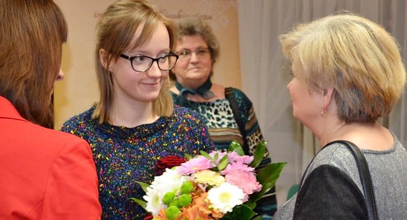 wystawy, Grafiki Kamili Kasprzykowskiej bibliotece - zdjęcie, fotografia