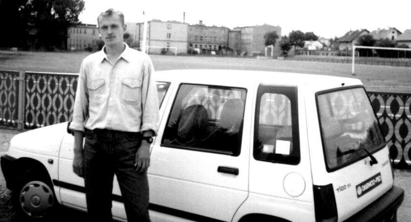 Retro Płońszczak, Piotr Sękowski wybiegał samochód - zdjęcie, fotografia