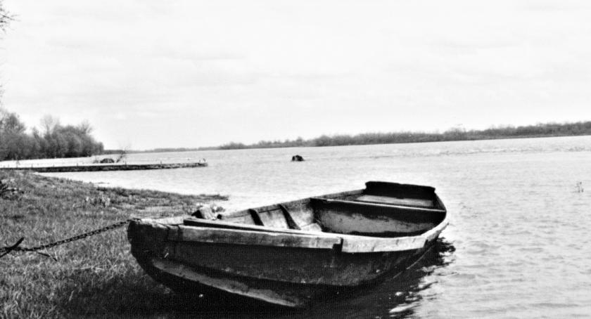 śledcze, Tragedia Wiśle zwłoki mężczyzny dryfującej łódce - zdjęcie, fotografia