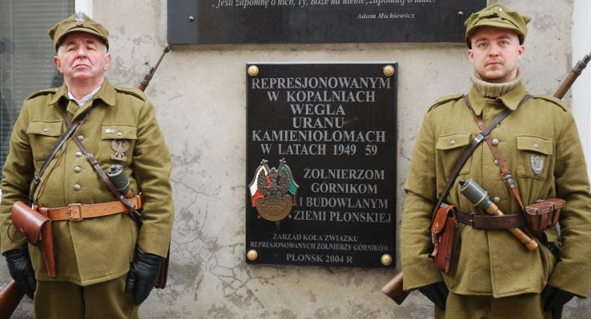 święta państwowe/samorządowe, Płońsk pamięta Narodowy Dzień Pamięci Żołnierzy Wyklętych - zdjęcie, fotografia