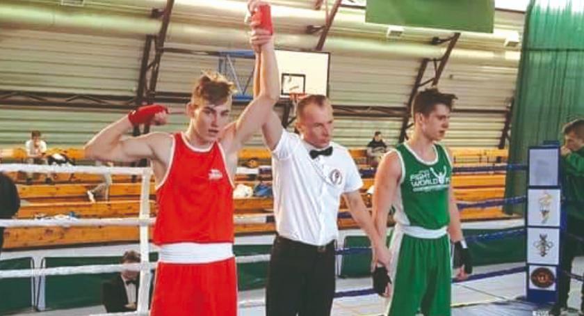 boks, Skwarski awansem mistrzostwa Mazowsza - zdjęcie, fotografia