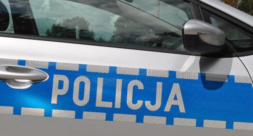 """policja na drodze, Niewiarygodne pijany mężczyzna """"pożyczył"""" szkolny autobus - zdjęcie, fotografia"""