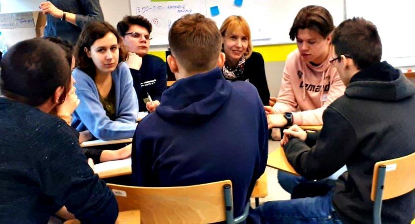 edukacja, Młodzi głosują Nowym Mieście - zdjęcie, fotografia