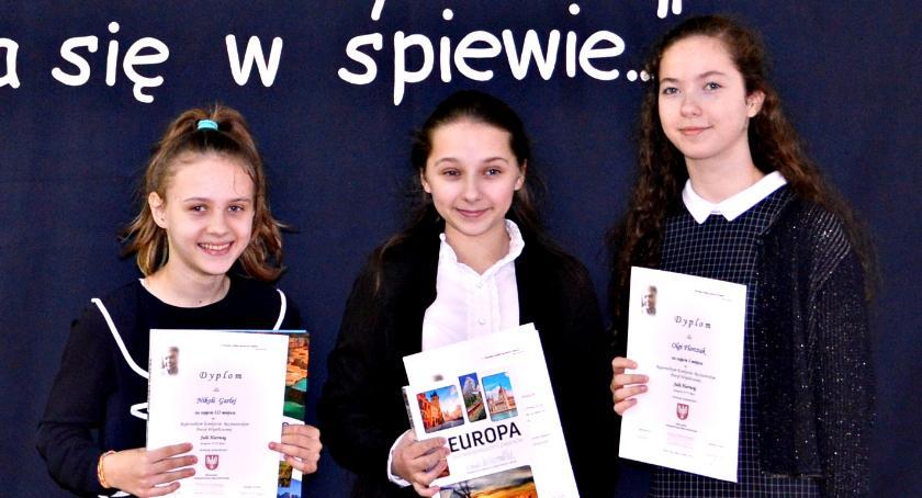 konkursy, Wyrecytowała sukces - zdjęcie, fotografia