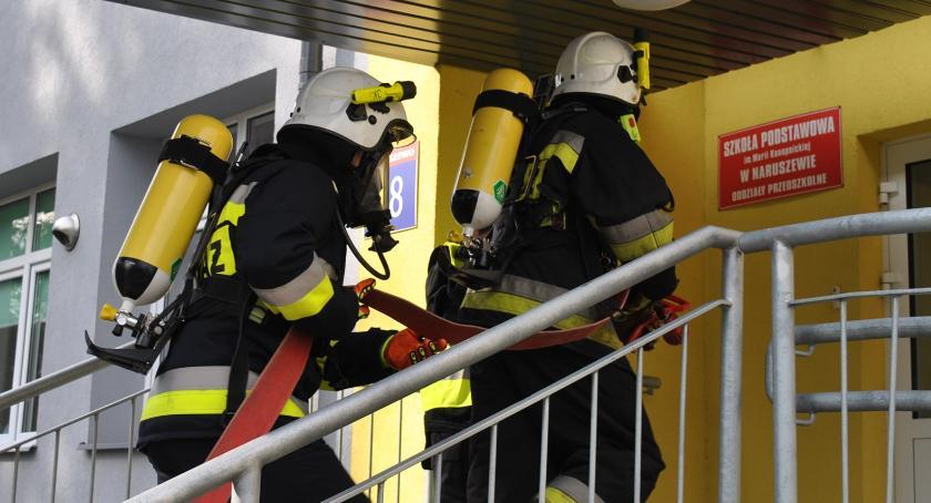 ćwiczenia, Ewakuacja maluch czyli strażacka akcja Naruszewie - zdjęcie, fotografia