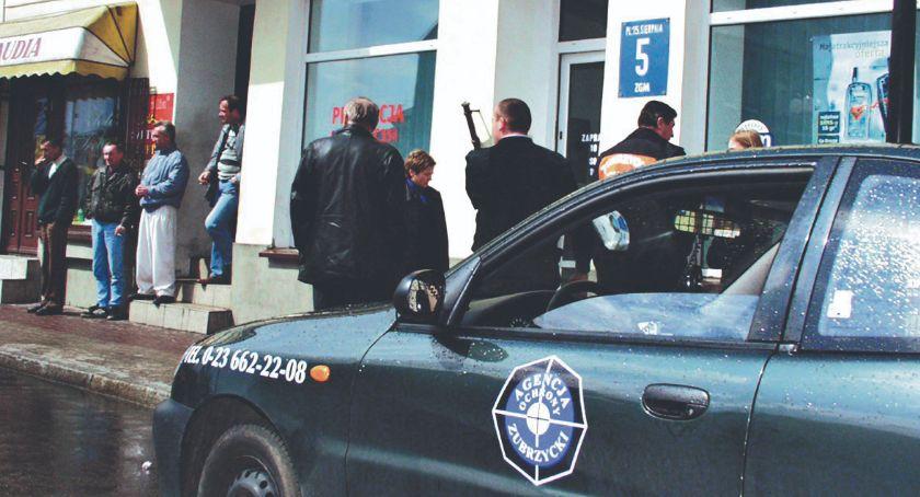 Retro Płońszczak, Napad bronią biały dzień kwietnia - zdjęcie, fotografia