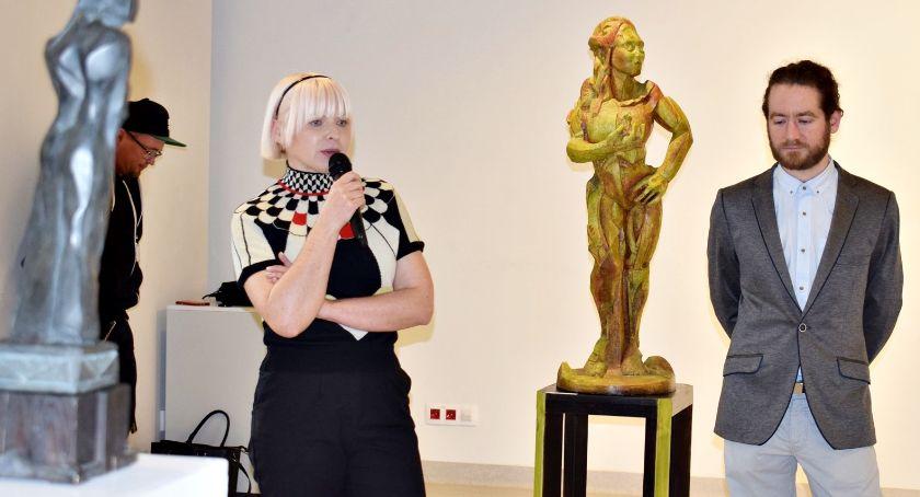 wystawy, Rzeźby poetycką inspiracją - zdjęcie, fotografia