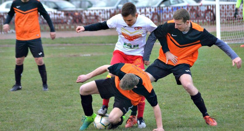 piłka nożna, Sobotni raport ligowy przełamanie Korony porażki Błękitnych - zdjęcie, fotografia