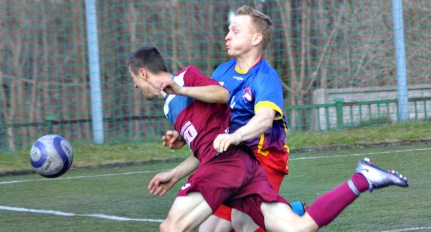 piłka nożna, Niedzielny raport ligowy było ciężko dwukrotnie zwycięsko (Orlęta Gumino) Jutrzenka dała - zdjęcie, fotografia