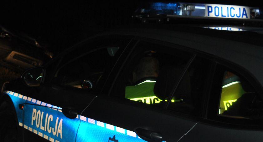 policja na drodze, Jeden dachował uciekł drugi jechał zygzakiem - zdjęcie, fotografia