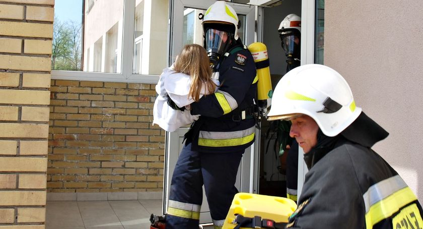 ćwiczenia, ratunek uczniom Nacpolsku - zdjęcie, fotografia