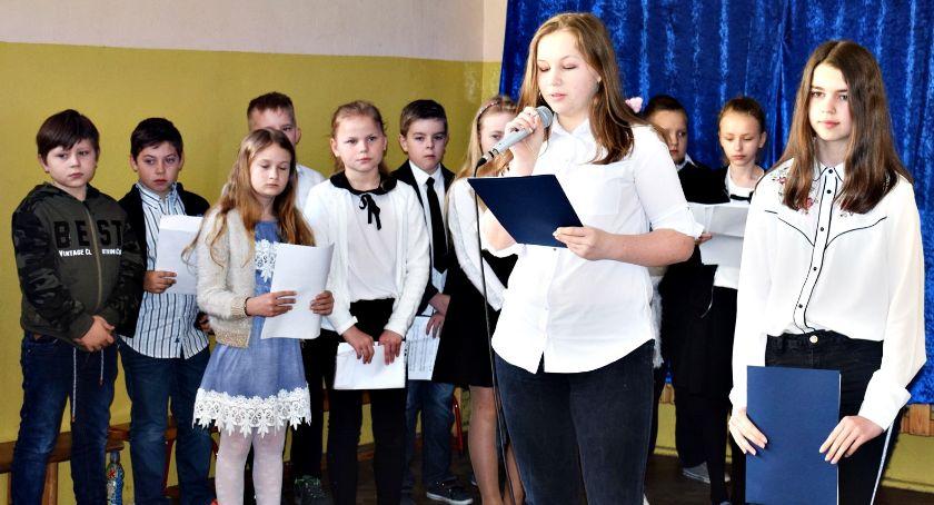imprezy szkolne, swojej małej królewskiej ojczyźnie - zdjęcie, fotografia