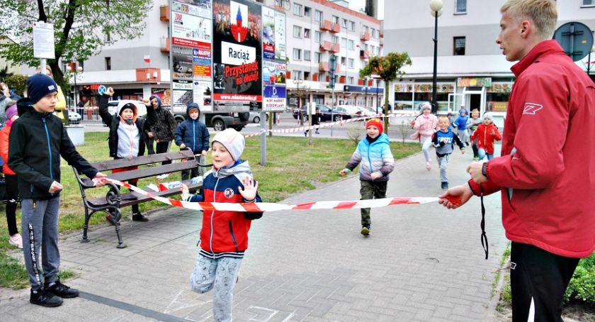 święta państwowe/samorządowe, Raciążu biegi flagi - zdjęcie, fotografia