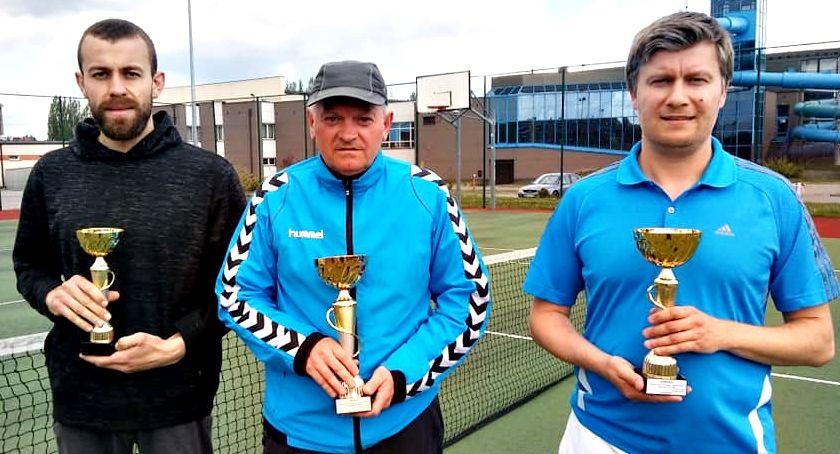 tenis ziemny, Wiśniewski wygrywa turniej tenisa ziemnego - zdjęcie, fotografia