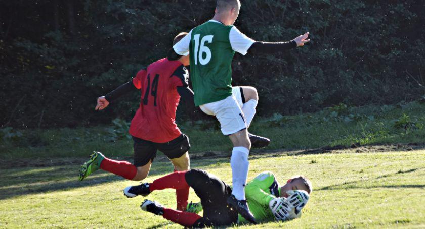 piłka nożna, Niedzielny raport ligowy Gladiator szans Opinogórą - zdjęcie, fotografia