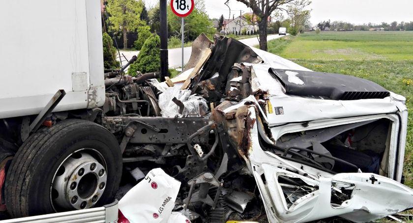 wypadki, Zderzenie dwóch ciężarówek Rzewinie - zdjęcie, fotografia