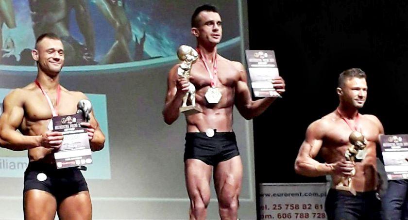 kulturystyka, Policjant kulturysta dwoma medalami mistrzostw Polski - zdjęcie, fotografia