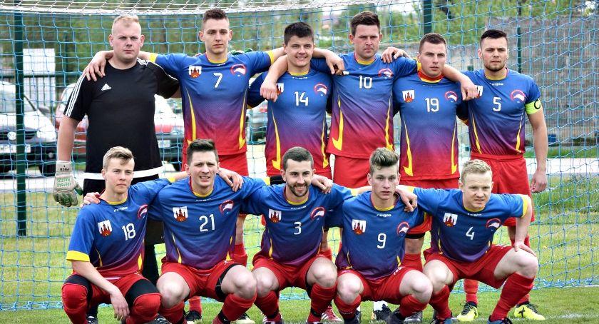 piłka nożna, Weekend piłkarski zaczął wygranej niesamowitych okolicznościach Orląt - zdjęcie, fotografia