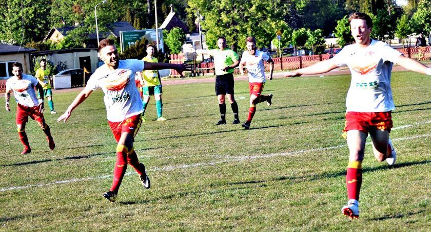 piłka nożna, Sobotni raport ligowy zwycięski remisowe Korona porażki Jutrzenki - zdjęcie, fotografia