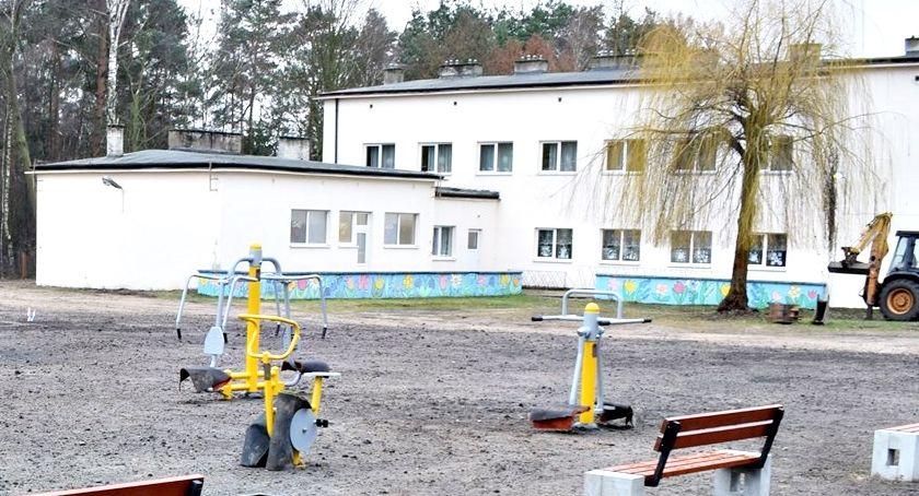 bezpieczeństwo, Monitoring królewskiej szkole działa - zdjęcie, fotografia
