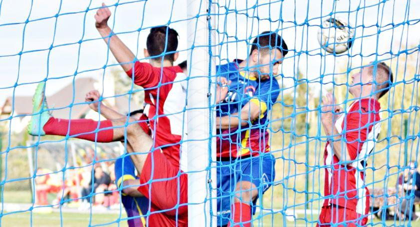 piłka nożna, szczycie przegrany Orlęta awans zagrają barażach Gladiatora porażka Dzierzgowie - zdjęcie, fotografia