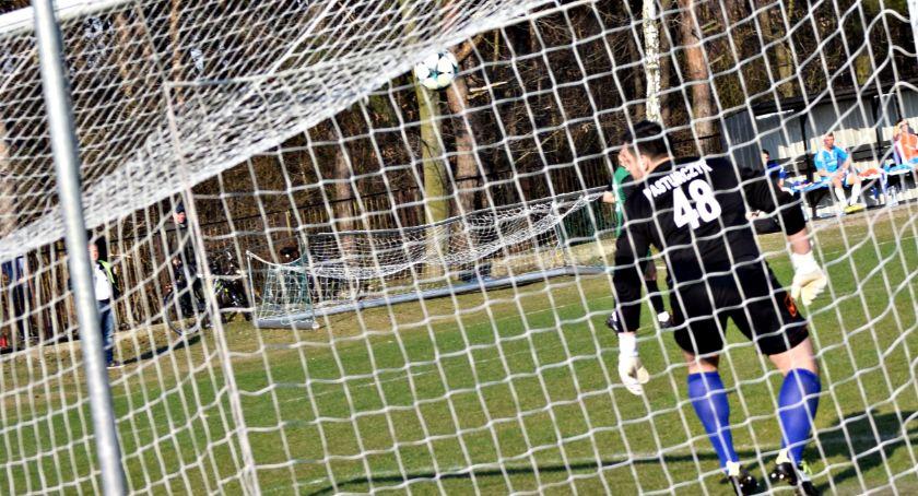 piłka nożna, Nieudana piłkarska niedziela jedenaście siatkach naszych drużyn - zdjęcie, fotografia